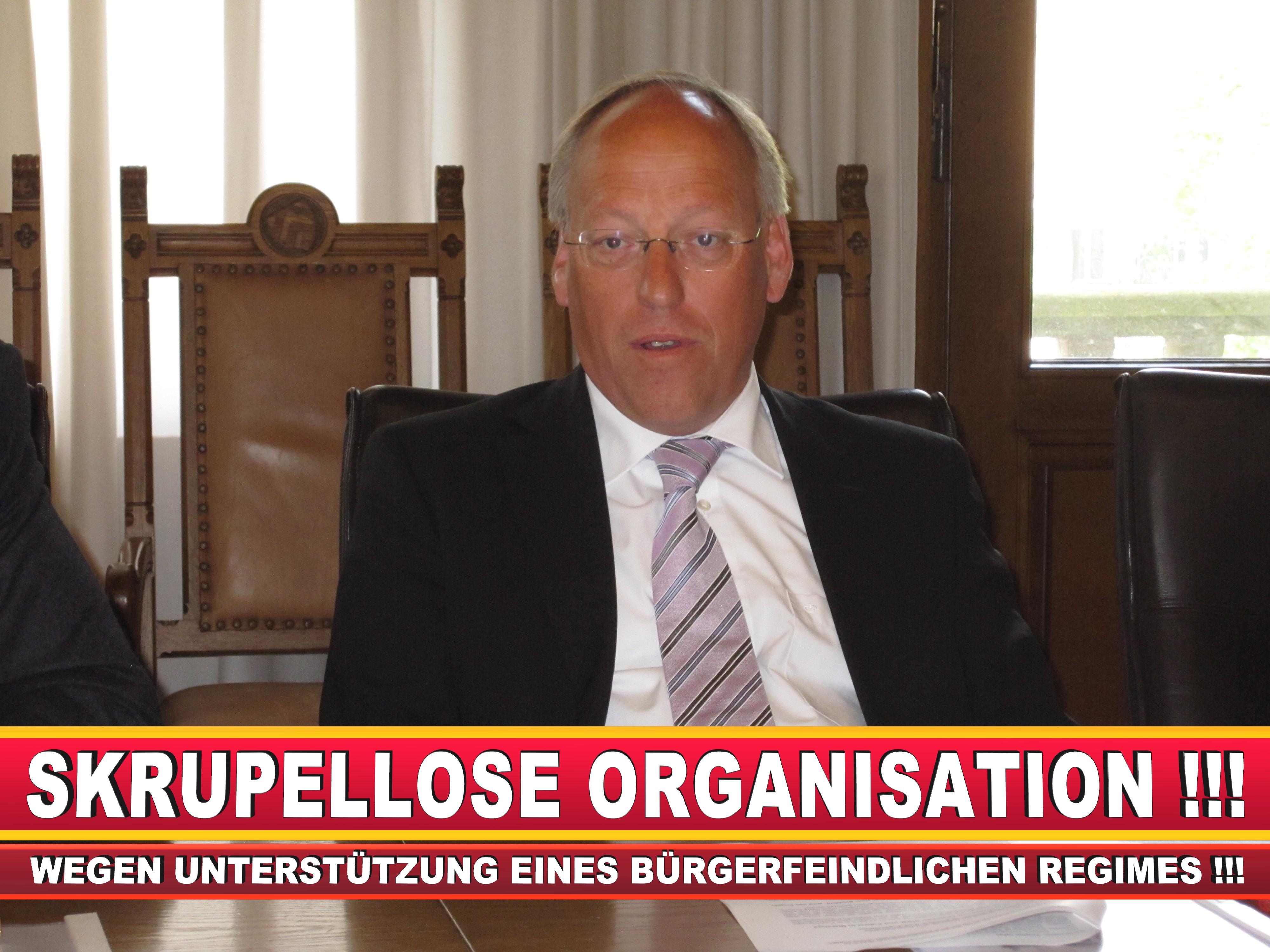 Polizeipräsident Erwin Südfeld Bielefeld Oberbürgermeister Bürgermeister Peter Clausen Pit Clausen Bielefeld (38)