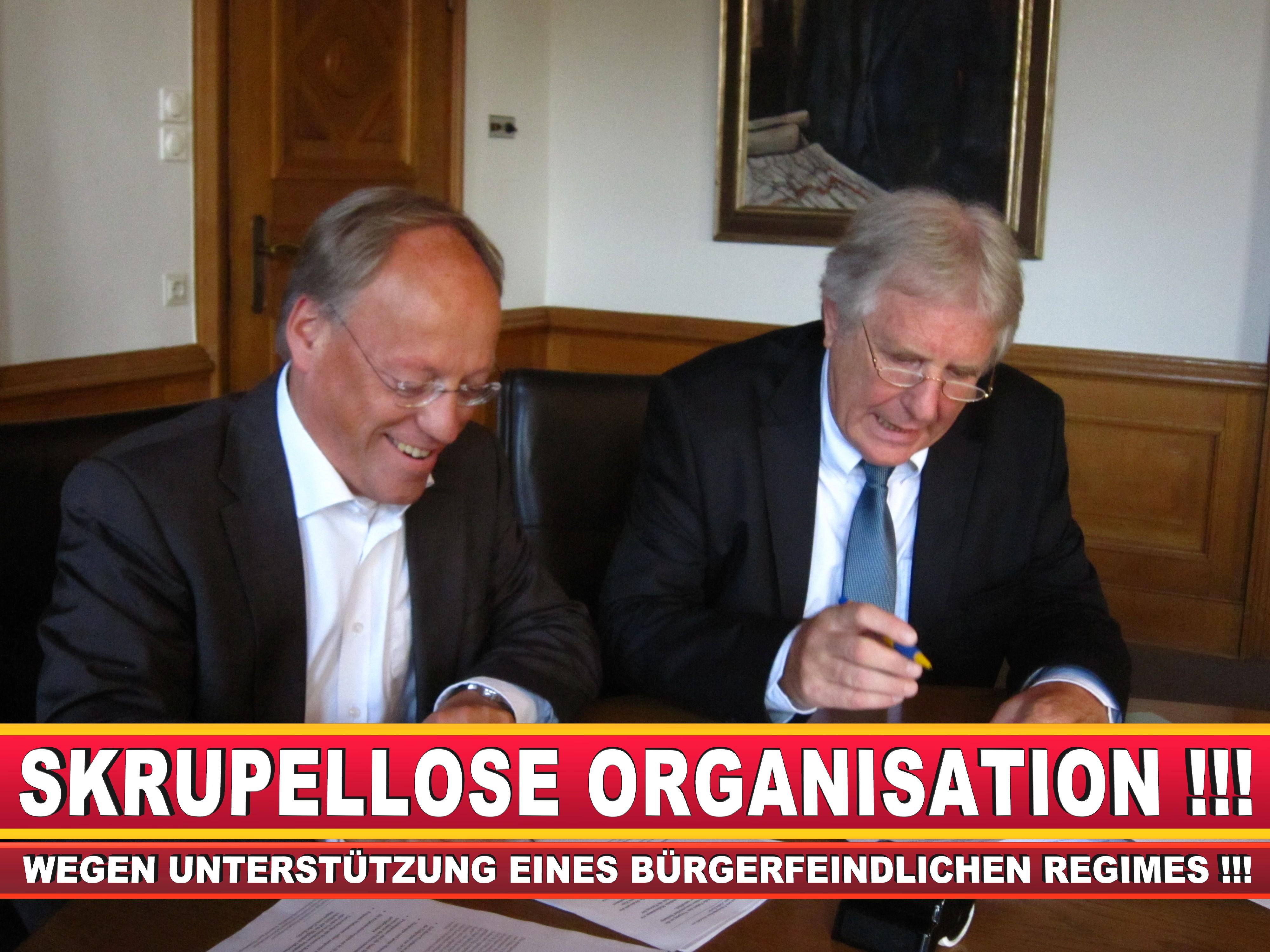 Polizeipräsident Erwin Südfeld Bielefeld Oberbürgermeister Bürgermeister Peter Clausen Pit Clausen Bielefeld (66)